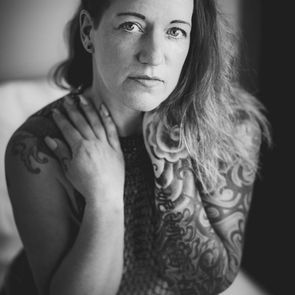 Home Boudoir Fotoshooting mit Tattoo